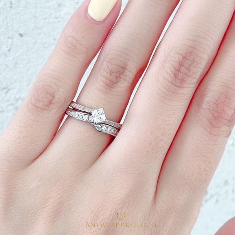 プリンセスカットダイヤモンドと使った一番人気の婚約指輪 Antwerpbrilliant Lightning 美しいダイヤモンドラインを楽しんでください。