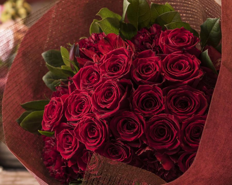 BRIDGE銀座がおすすめするバレンタインデーのサプライズプロポーズにぴったりの薔薇がモチーフの美しい婚約指輪