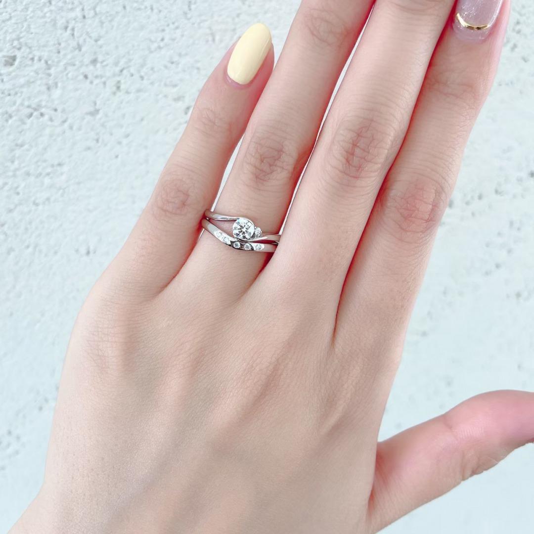 着けやすい婚約指輪で、引っ掛かりのお悩み解消デザイン