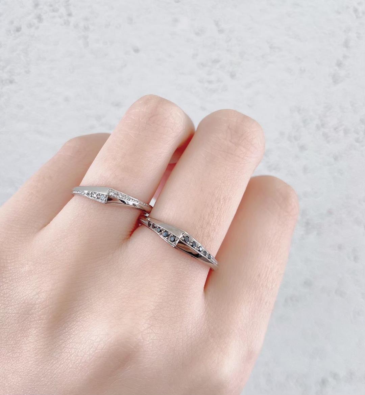 ブラックダイヤモンドを使用したかっこいい結婚指輪です。