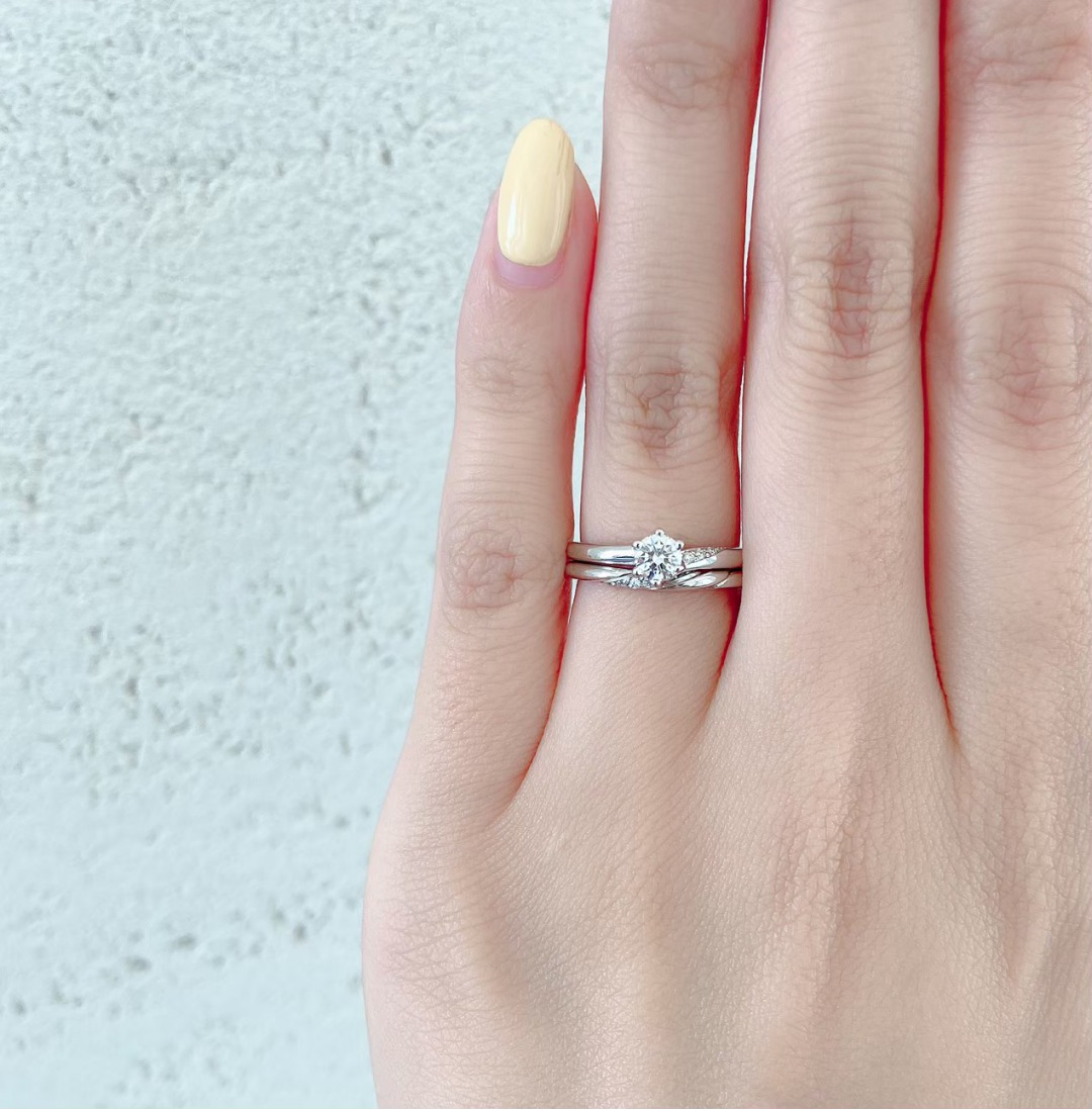 銀座で人気のダイヤモンドが美しい上品な婚約指輪と結婚指輪(マリッジリング