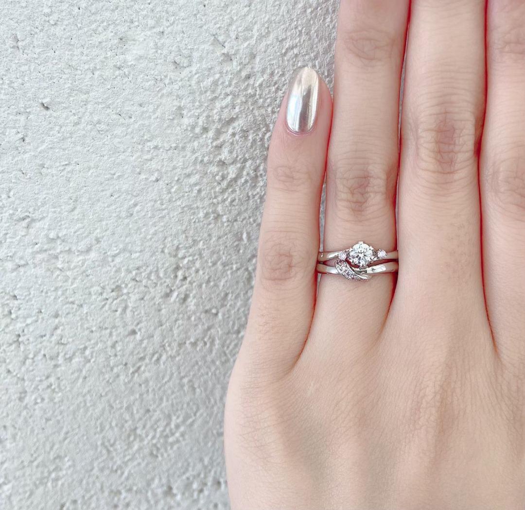 ピンクダイヤモンドが春を感じさせてくれる可愛い婚約指輪