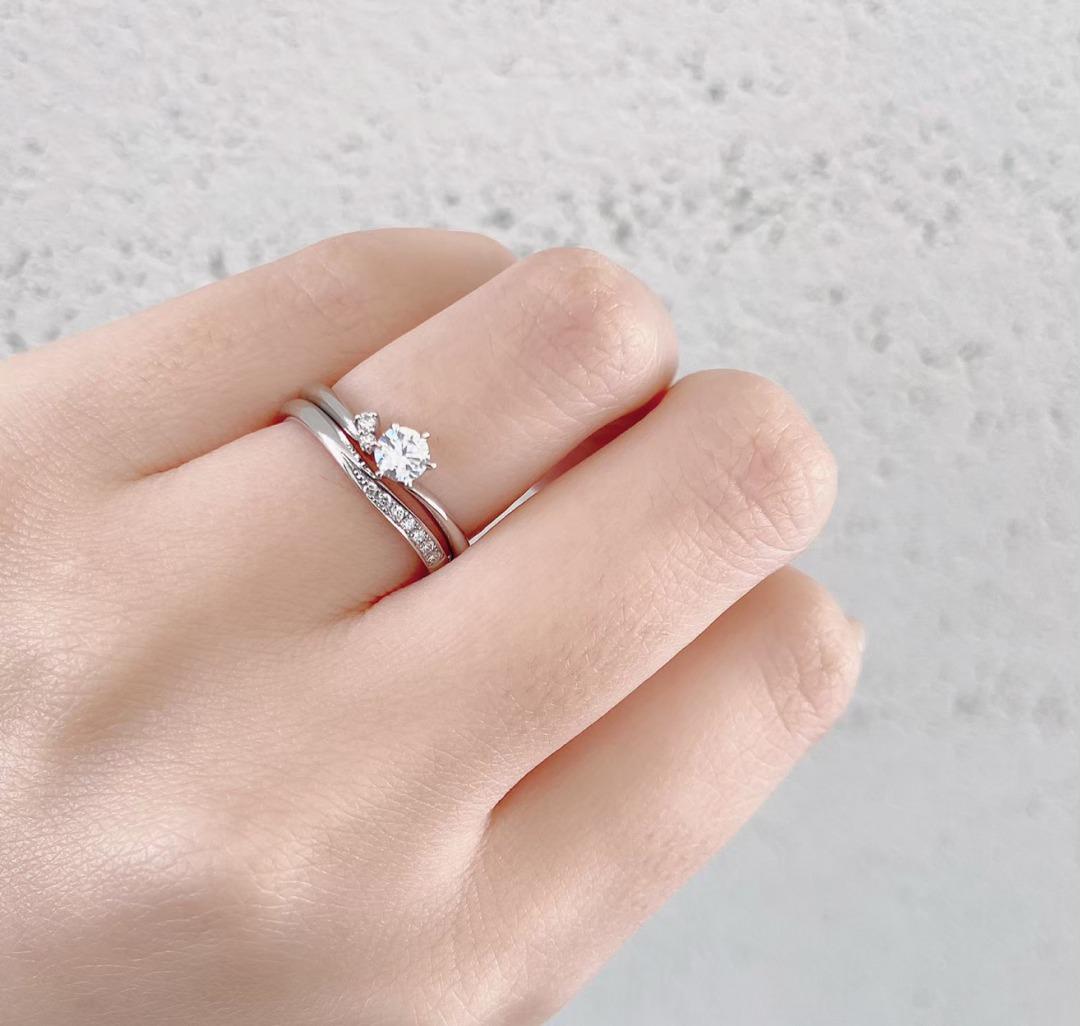 銀座で人気のⅤ字のデザインで上品さが可愛い結婚指輪(マリッジリング)