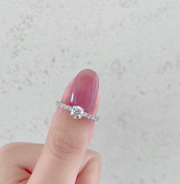 ダイヤモンドが美しい婚約指輪