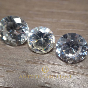 ダイヤモンドの模造石GGG、サファイヤ、キュービック