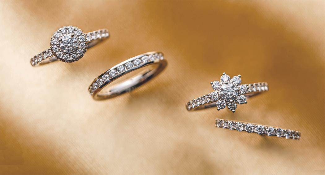 豪華なダイヤモンドのエンゲージリングでプロポーズ