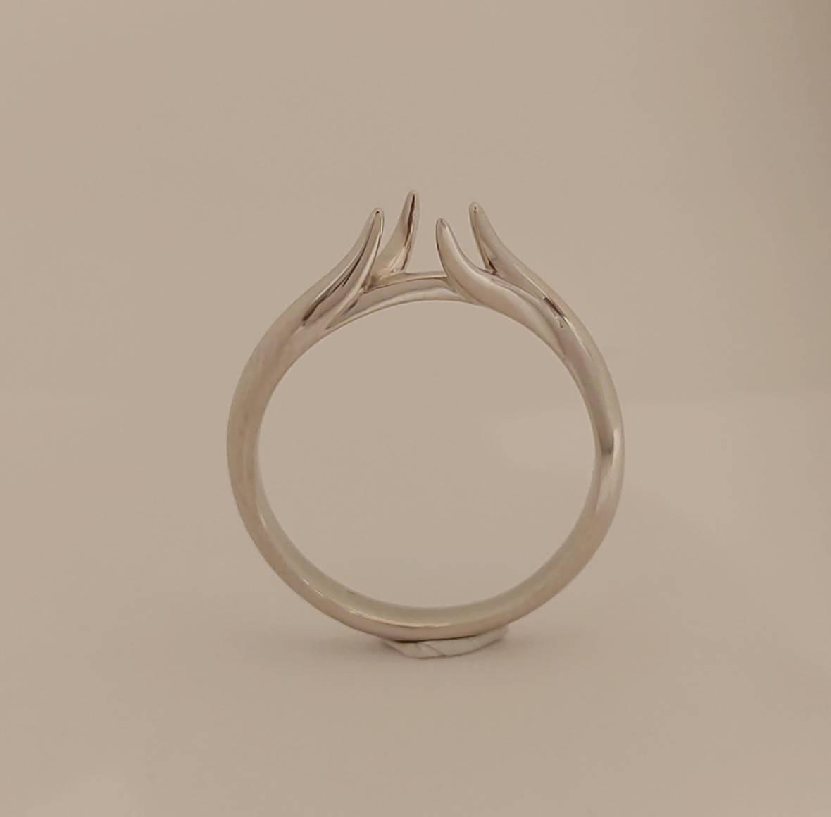 人とは違うフルオーダーメイドの婚約指輪の磨き前品