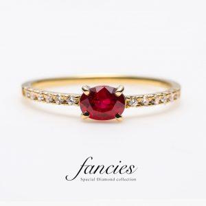 ピジョンブラッドルビーを使用したオシャレでかわいい婚約指輪