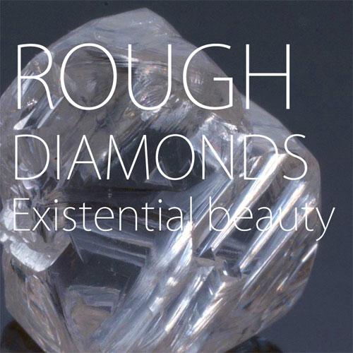 ダイヤモンドの原石を厳しく選定し上質な輝きを発揮するダイヤモンドを研磨する