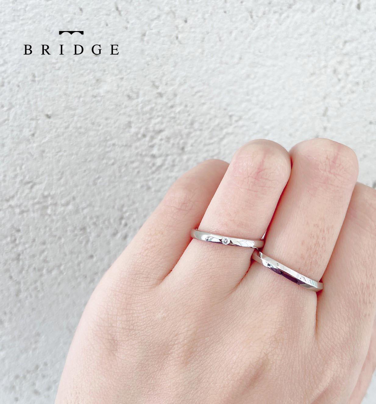 細身のシンプルストレートにダイヤモンドがかわいい結婚指輪