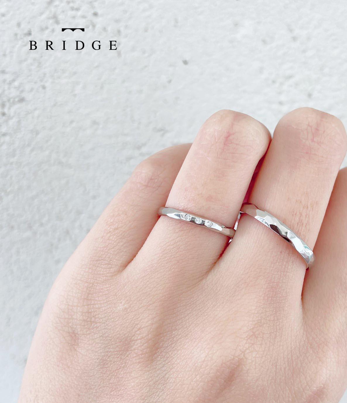 槌目仕上で美しい水面を表現した繊細な結婚指輪マリッジリングが銀座で人気、太めマリッジリングの幅アレンジも可能