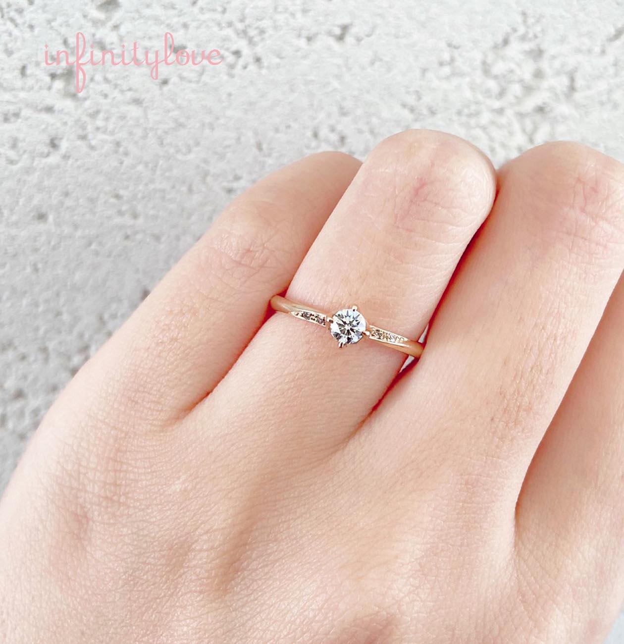 シンプルなウェーブデザインが可愛い婚約指輪