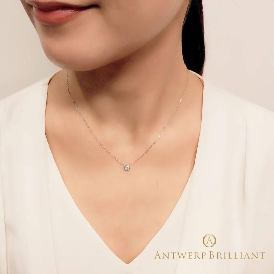 ダイヤモンドのネックレスには美しい装着位置が有ります