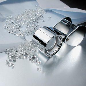 ダイヤモンドは小粒でも1つ1つ丁寧に鑑定検品