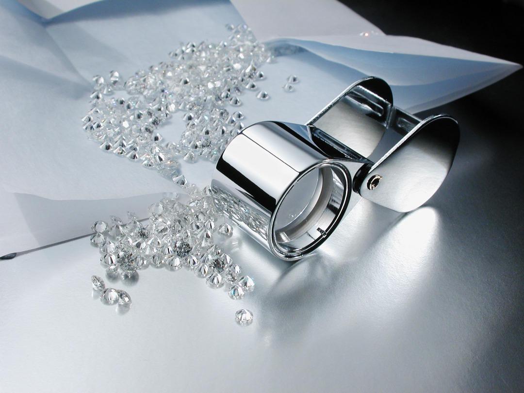 メレーサイズのダイヤモンドには専門の研磨地が有る