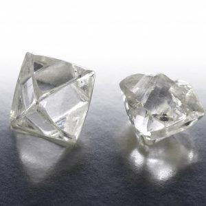 上質なダイヤモンド原石を使ったエンゲージリング
