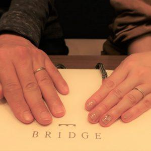 ダイヤモンドの輝きが決め手の結婚指輪、細さと上品なデザイン