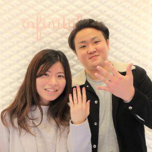 V字のラインがキレイな結婚指輪です