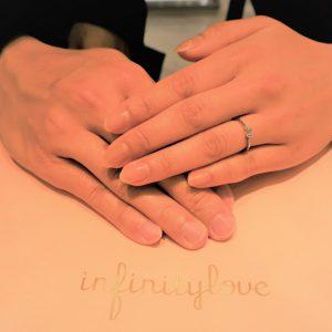銀座で見つけた婚約指輪の決め手は、ダイヤモンドのバックグラウンド