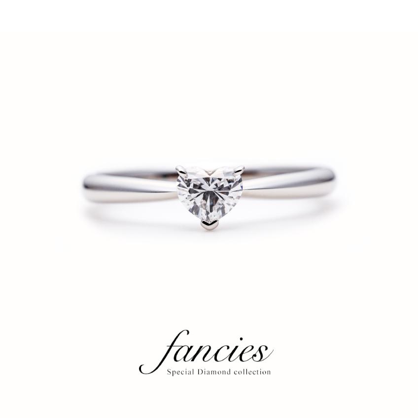 大粒のハートシェイプダイヤモンドを使用したシンプルなソリテールデザインのエンゲージリング