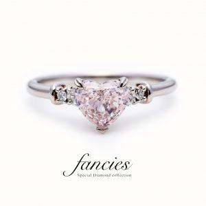 1ctUPのハートシェイプ天然ピンクダイヤモンド、アフリカ産を使用したエンゲージ婚約指輪です。