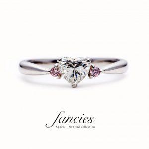 ハートシェイプ天然ダイヤモンドと両サイドピンクダイヤモンドの婚約指輪です。