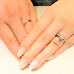 美しいプリンセスカットダイヤモンドの結婚指輪を見つけました!