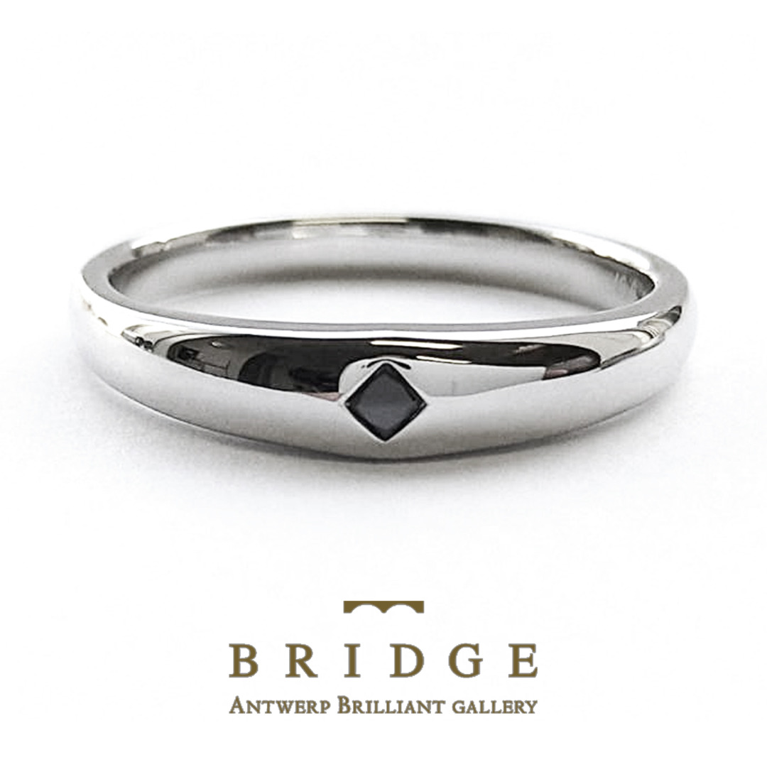 ブラックダイヤモンドで力強いイメージの結婚指輪