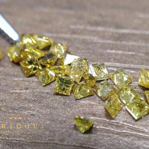 イエローダイヤモンドのプリンセスカットメレ―1.5mm