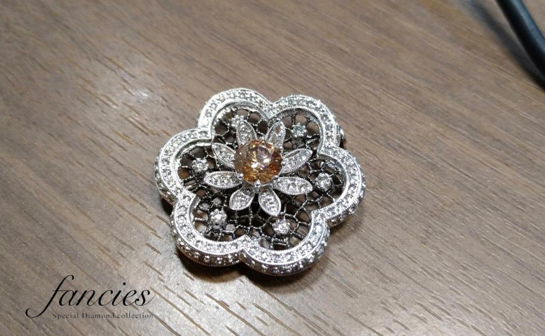 ブラウンダイヤモンドは他のカラーダイヤモンドの彩度に影響する補色