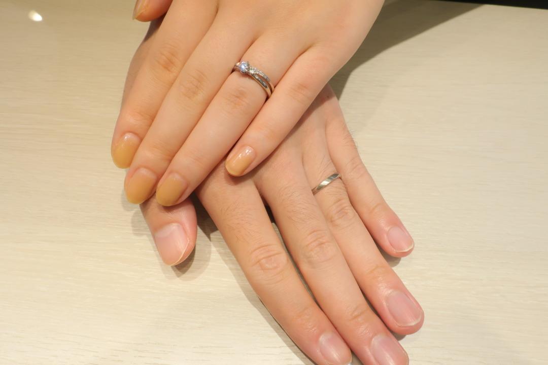 シンプルな婚約指輪とかわいい結婚指輪を重ね着けして決めました!