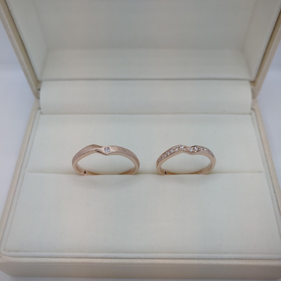 オシャレで、かわいいピンクゴールドの結婚指輪