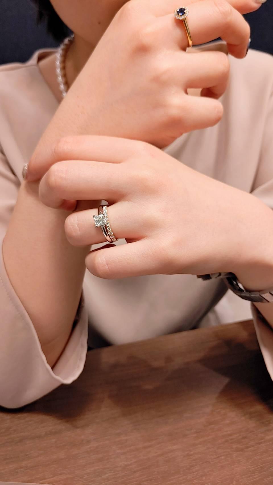 オシャレでかわいいプリンセスカットの婚約指輪